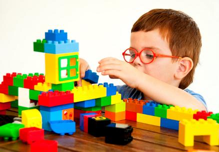 چگونه با کودکان خود بازی کنیم و نظم و ترتیب را به آنها آموزش دهیم؟