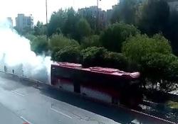 از گرفتار شدن کامیون زیر پل شهید لشگری در اصفهان تا آتشسوزی تریلی با بار کاه + فیلم و تصاویر