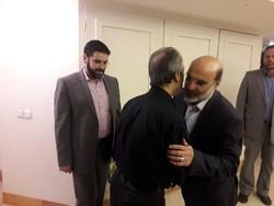 حضور رئیس سازمان صدا و سیما در منزل زنده ياد عزتالله انتظامی