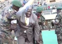 آبروریزی وزیر ورزش اوگاندا در ورزشگاه + فیلم