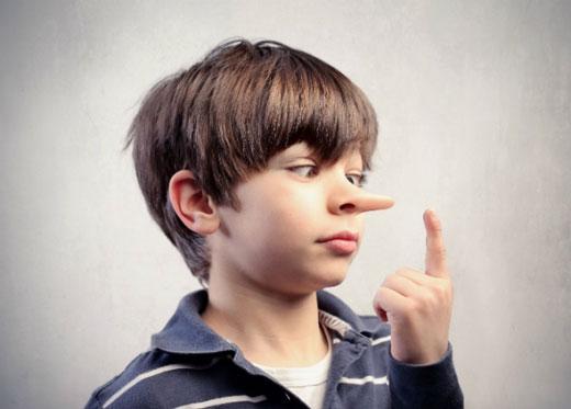 والدین و اطرافیان بر دروغ گویی کودکان تأثیر دارند