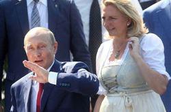 هدیه ازدواج پوتین به خانم وزیر ۵۳ ساله اتریش+ تصاویر