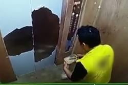 حرکت غیراخلاقی پِیک رستوران در آسانسور خانه مشتری! +فیلم