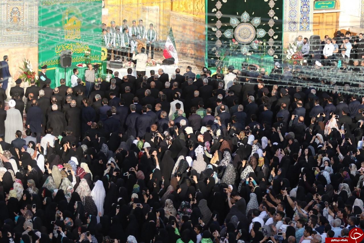 پرچم گنبد حرم رضوی در میلاد امام رضا(ع) تعویض شد+تصاویر