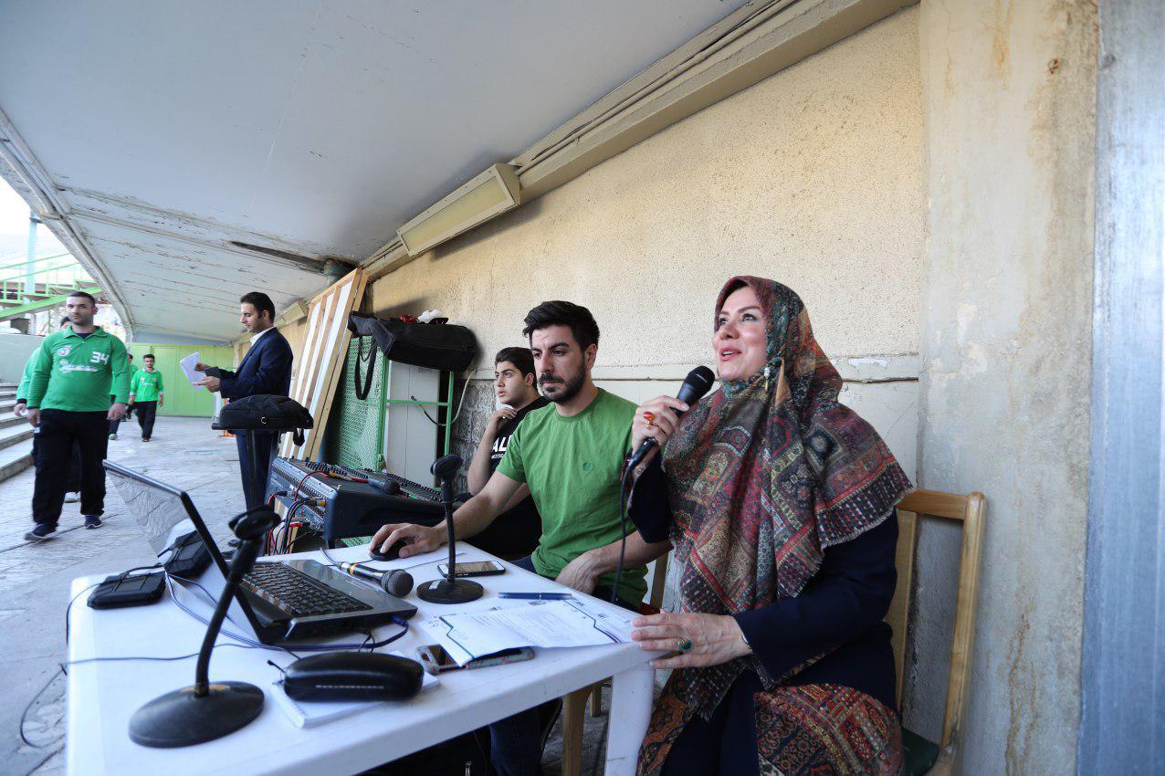 حضور مجری زن در ورزشگاه آزادی خبرساز شد!+عکس