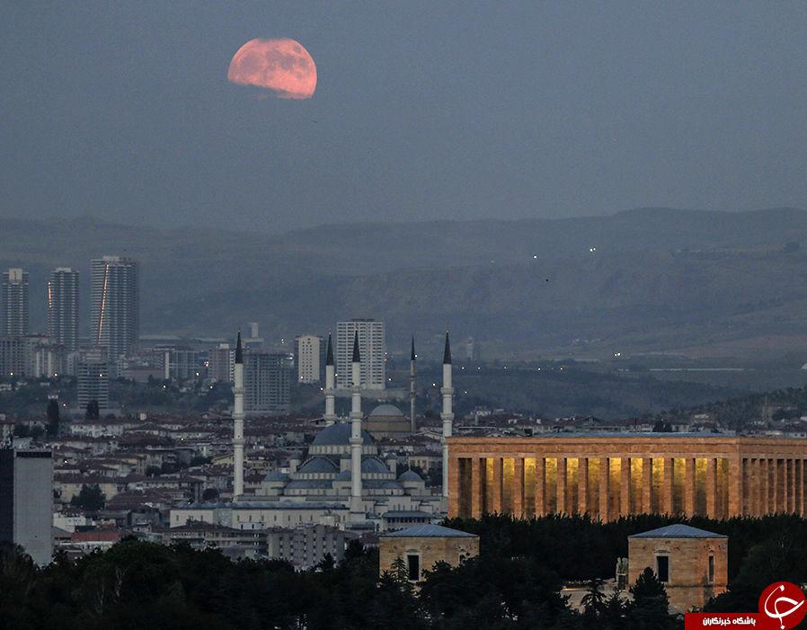 پدیدار شدن ماه خونین در آسمان، جهان را شگفتزده کرد+ تصاویر
