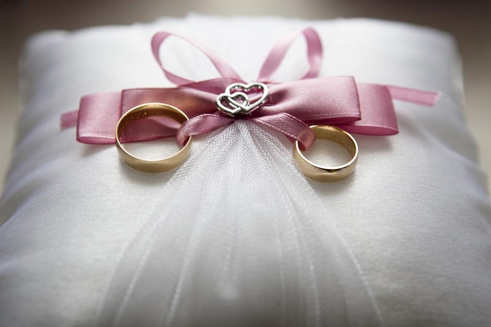آیا برای شروع یک زندگی فقط عشق کافی است؟/ با انتخابی درست عاشقانه زندگی کردن را تجربه کنید