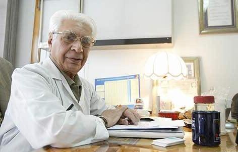 فکر پزشک باید درمان درد بیماران باشد نه پول درآوردن/ پزشکان نباید زندگی تجملاتی داشته باشند
