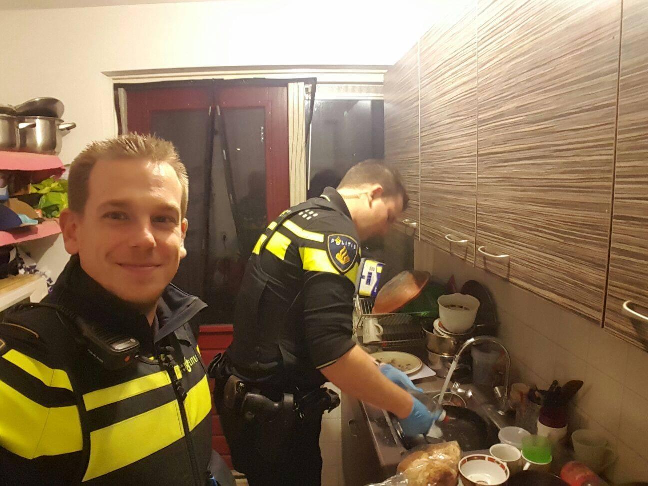 اقدام تحسین برانگیز دو پلیس مهربان! +عکس