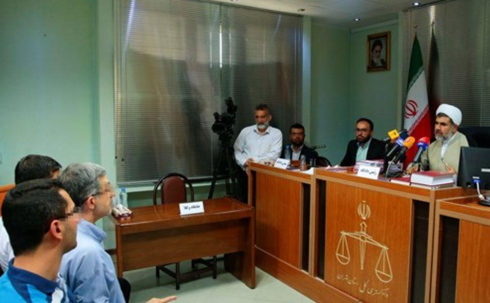 گزارش لحظه به لحظه از دادگاه مشایی/ پاسخ قاضی به ادعاهای رئیس دفتر رئیس جمهور اسبق