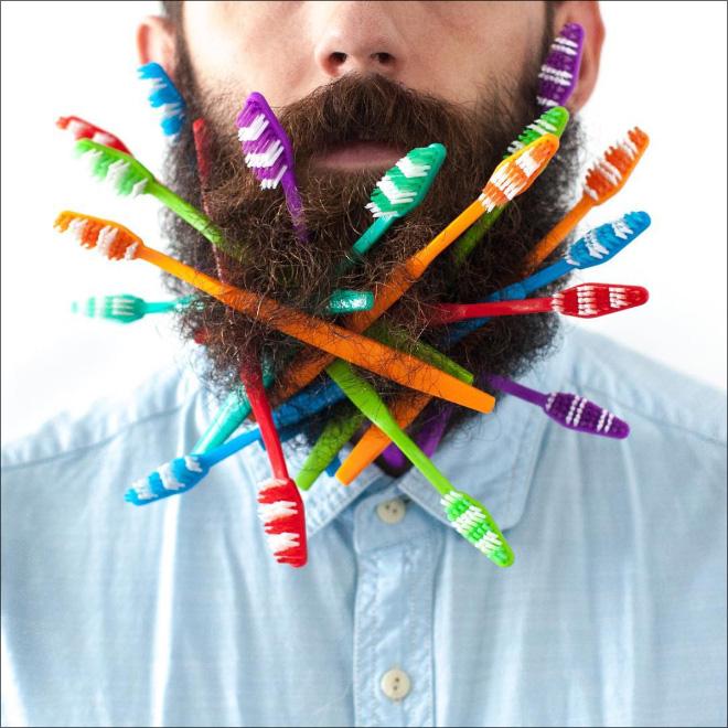 مردی که ریش هایش را به شکلهای عجیبی تزئین میکند+تصاویر