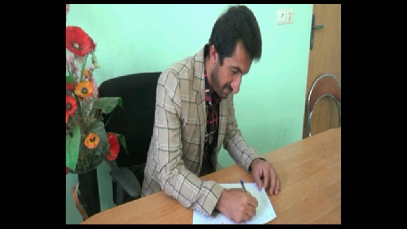 جلال الدین موسوی:جوانی ازکهگیلویه وبویراحمد که دربرعکس خوانی وبرعکس نویسی جملات هنری عجیب دارد