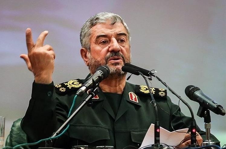 اقتدار نظامی ایران در منطقه جنبه بازدارندگی دارد/ مشکلات کشور با تقویت نقش مردم در حوزه اقتصادی حل میشود