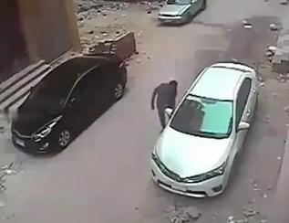 عاقبت دزدی ماشینهای لوکس+فیلم///// بدشانسی دزدی که شیشه ماشین لوک را میزند