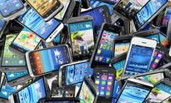 گزارش فارس از بازار پرتلاطم ارز و سوت و کوری مراکز خرید تلفن همراه/این موبایلها تزئینی است!