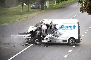 تصادف وحشتناک، هنگام خواب آلودگی راننده + فیلم