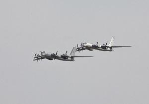 رهگیری بمبافکنهای روس از جانب جنگندههای آمریکایی بر فراز آبهای بینالمللی