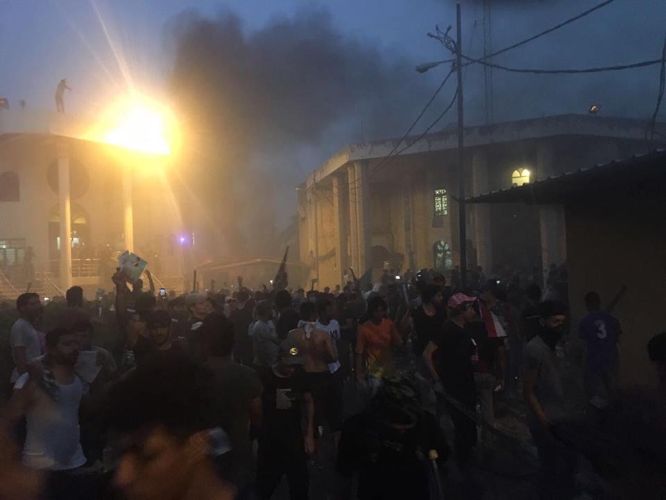 تعرض به کنسولگری ایران در بصره از سوی معترضان
