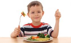 چه مواد غذاییای برای کودکان بیش فعال مفید است؟
