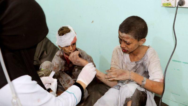 اندوه خانوادههای دانش آموزان یمنی یک ماهه شد/ بازماندهها مایوس از واکنش جامعه جهانی