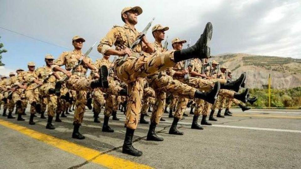 اجرای طرح سرباز اختیاری صحت ندارد/ مجلس به فکر اجرای قانون فعلی و افزایش حقوق سربازان باشد