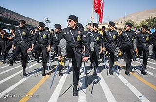 رژه هماهنگ و خیره کننده دانشجویان افسری در مقابل سردار باقری + فیلم