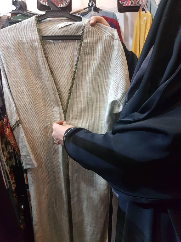 فروش گسترده مانتوهای جلوباز در نمایشگاه شهرداری تهران/ آنچه پشت بنر جنجالی شهرداری  می گذرد