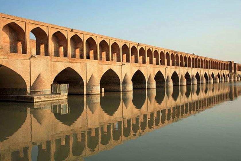 سفر دو هفتهای به ایران برای یک زوج اروپایی چقدر آب میخورد؟