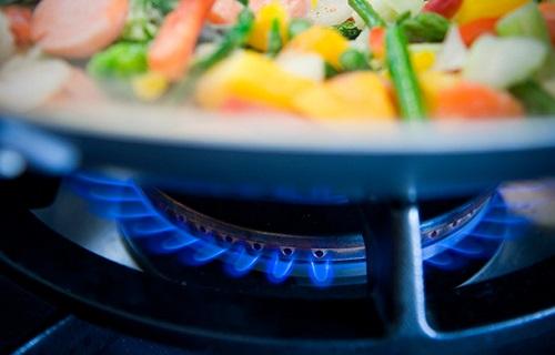 معجزهی لعاب برنج چیست؟/اگر دچار درد شکم شدید شاید گیاهی در بدنتان است/موادی که برای بار دوم نباید گرم کرد/اگر زیاد عرق میکنید گوش به زنگ باشید