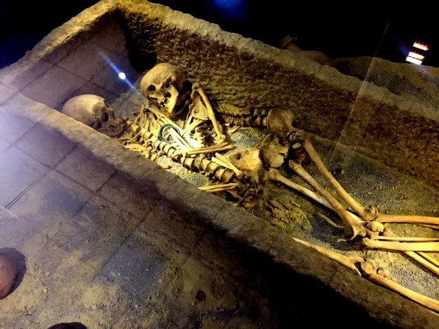 ماجرای اسکلتهای عاشق ۱۸۰۰ ساله در ایران! + تصاویر