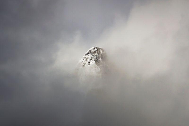 عکس روز نشنال جئوگرافیک از قله کوه ابری
