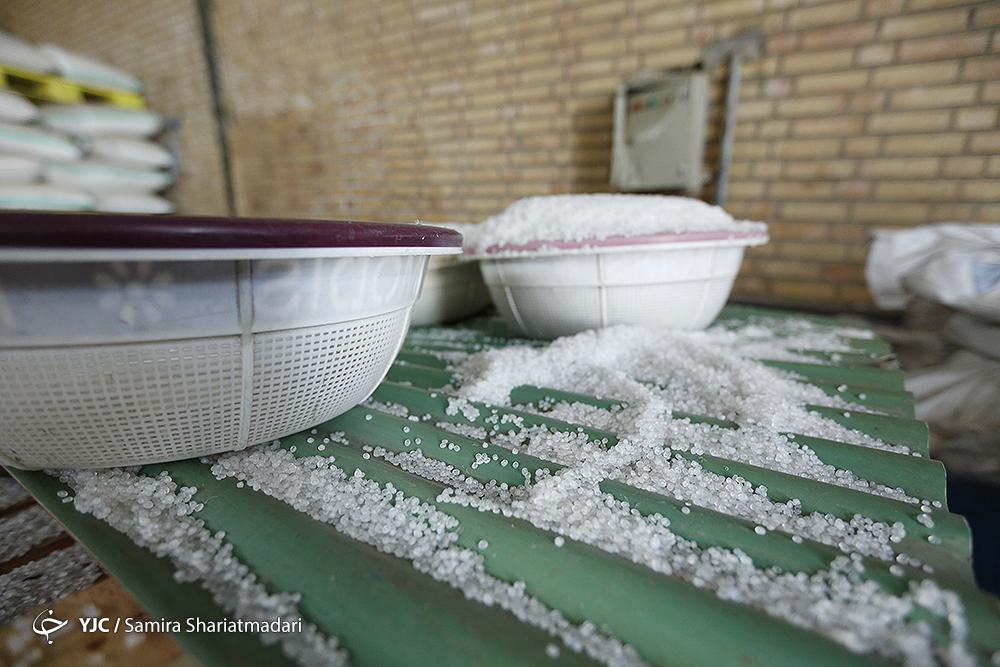 کشف ۶۳۰ تن مواد اولیه احتکار شده پتروشیمی در کهریزک/ مخلوط کردن مواد نو و کهنه در انبار