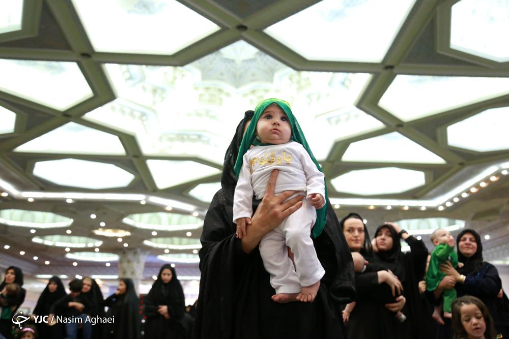 اجتماع بزرگ مادران در عزای طفل شش ماهه کرب و بلا/ شیرخوارگان حسینی در مصلای تهران با حسین (ع) و امام زمانشان بیعت کردند