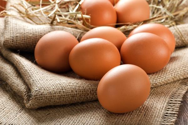 کاهش 300 تومانی نرخ تخم مرغ در بازار/کمبودی در عرضه تخم مرغ داخل نداریم