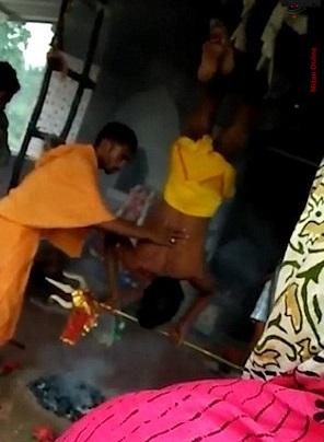 سنت عجیب هندی ها برای باطل کردن طلسم بیماری