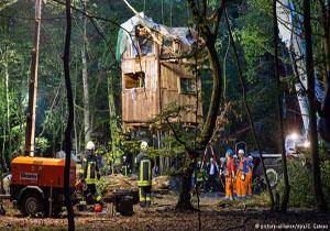 زخمی شدن ۹ فعال محیط زیست در عملیات تخلیۀ جنگلی در غرب آلمان