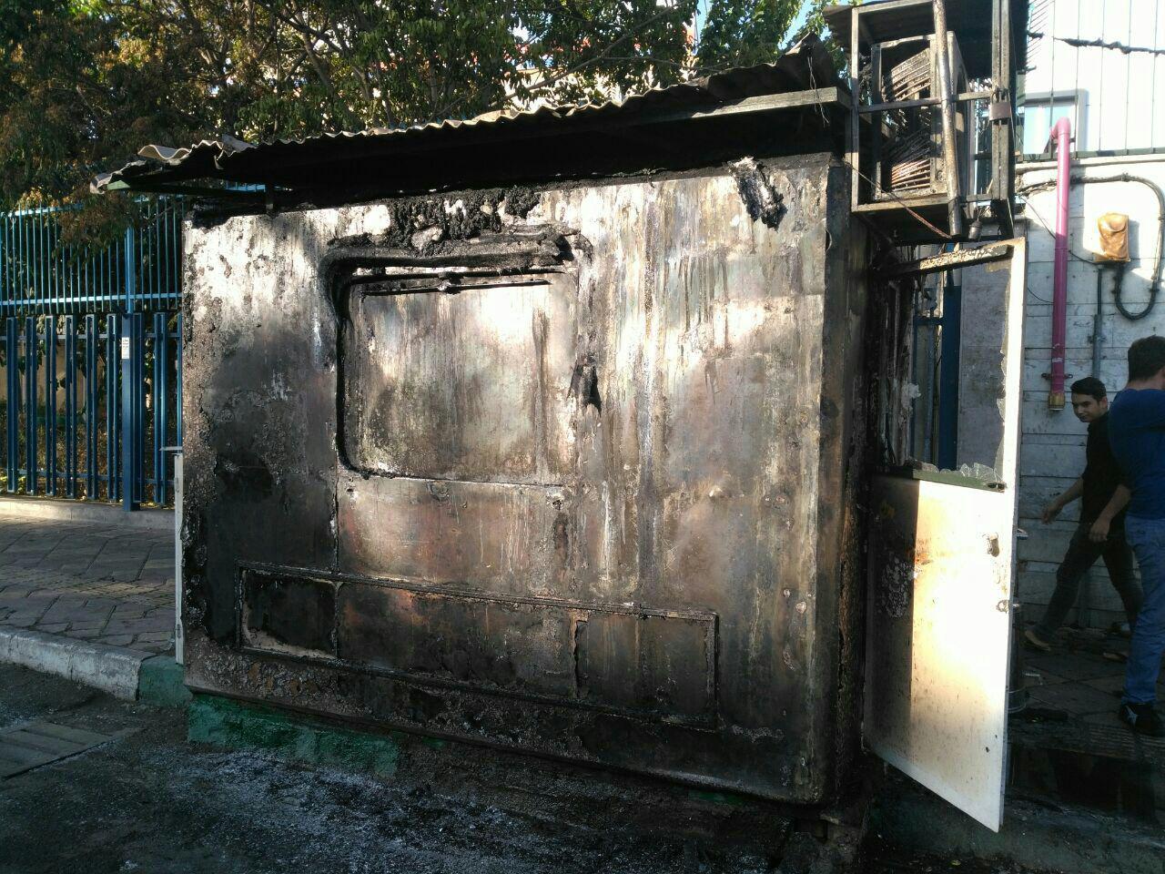 آتش سوزی کارگاه تاسیسات در خیابان خاوران/ سوختن 4 خودرو و یک موتورسیکلت