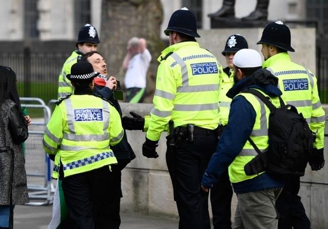 نزاع جمعی با سلاح سرد در شهر لوتون انگلیس