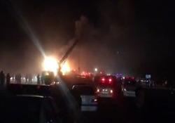 آتش سوزی اتوبوس حامل مسافر در آزاد راه نطنز -کاشان +فیلم
