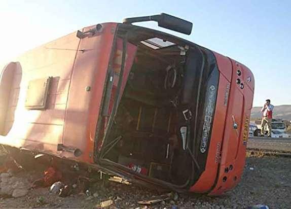 باشگاه خبرنگاران - واژگونى یک اتوبوس در محور تویسرکان به جوکار/ یک کشته و ۱۱ مصدوم