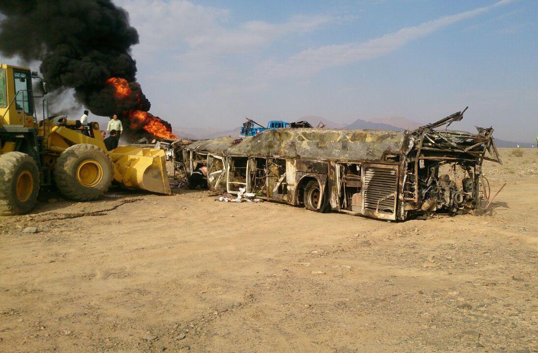 تصادف تانکر سوخت با اتوبوس در نطنز/ آخرین آمار فوتیها و مصدومان حادثه + تصاویر و اسامی مجروحان