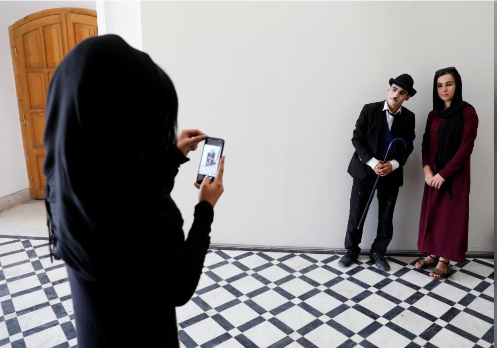ناگفتههای چارلی چاپلین دوم/از تهدید توسط تروریستها تا اجرا در مرکز حملات انتحاری+تصاویر