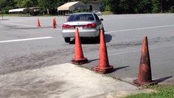 پارک خودرو در داخل استخر توسط راننده ناشی! +فیلم