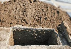 کشوری که برای آموزش مراسم خاکسپاری سه سال دوره برگزار میکند+تصاویر