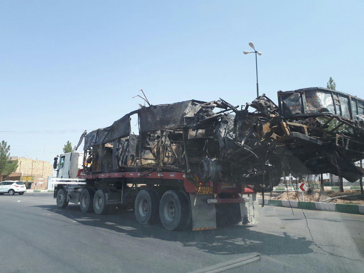 تصادف مرگبار تانکر سوخت با اتوبوس در نطنز ۱۹ کشته و ۲۷ مصدوم بر جای گذاشت + تصاویر و اسامی مجروحان