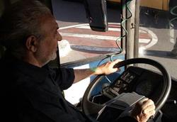 راننده اتوبوسی که از مسافران با اسامی خاص کرایه نمیگیرد/نامت را بگو و بهسلامت!