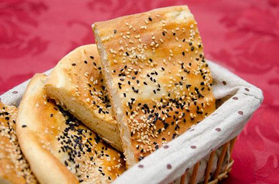 راههای پیشگیری از بیات شدن نان در منزل