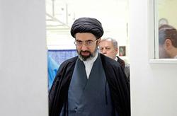 حضور فرزند رهبر انقلاب در جمع عزاداران حسینی در حرم مطهر رضوی + فیلم