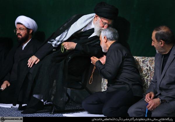 بوسه رهبر انقلاب بر سر سردار قاسم سلیمانی+ تصویر