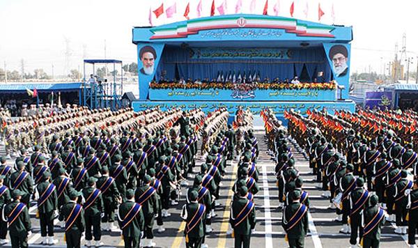 رژه نیروهای مسلح برگزار شد